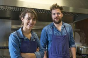 Léa Pochet (avec Florent Ladeyn, chef), ancienne élève du lycée professionnel hôtelier Daniel Brottier, cuisinière à l'Auberge de Vert Mont